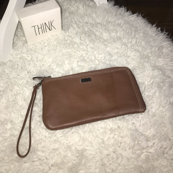 Buxton Handbags - Nwt Buxton rfid zip wallet
